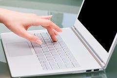 Primo piano ultra di una tastiera moderna del libro. Immagine Stock