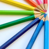 Primo piano variopinto del semicerchio delle matite Fotografie Stock
