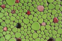 Primo piano verde della parete del mosaico fotografia stock