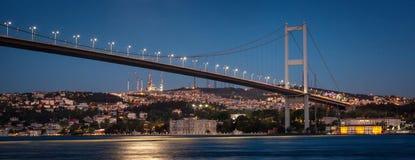 Primo ponte illuminato di Bosphorus Immagine Stock
