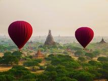 Primo punto di vista della persona dal pallone sopra Bagan Archeological Zone nella mattina Bagan, Myanmar fotografia stock libera da diritti