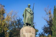 Primo re della statua del Portogallo a Guimaraes immagini stock