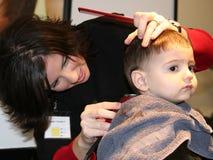 Primo taglio dei capelli Immagini Stock