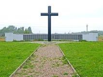 Primorsk, Russie Un mur commémoratif et une croix mémorable au cimetière militaire allemand de la deuxième guerre mondiale photos libres de droits