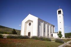 Primorski dolac的教会 免版税库存图片