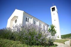 Primorski dolac的教会 图库摄影
