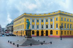 Primorsky boulevard Monument till Duc de Richelieu i Odessa odessa ukraine Maj 14, 2018 royaltyfria bilder