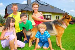 Primos con el perro Fotografía de archivo libre de regalías