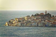 Primosten亚得里亚海的镇在海的 库存照片