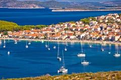 Primosten-Archipel und blaue adriatisches Seeansicht Stockbild