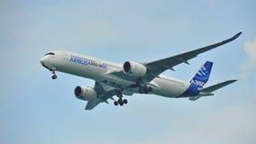Princípio de Airbus A350-900 em Singapura Airshow Foto de Stock Royalty Free
