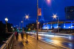 Princes Bridge de passage pour piétons à Melbourne la nuit Photographie stock libre de droits