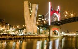 Princes de passerelle d'onguent de passerelle ou de La de l'Espagne la nuit à Bilbao, S Photographie stock