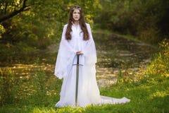 Princesa antigua con la espada imagen de archivo