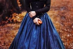 Princesa branca da neve com a maçã vermelha famosa Imagem de Stock Royalty Free
