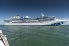 Princesa da ilha na âncora fora de Puerto Amador Panamá fotos de stock royalty free