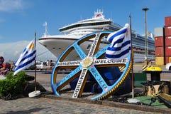 Princesa de oro amarrada en el puerto de Montevideo Fotografía de archivo
