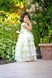 Princesa en el jardín imagenes de archivo
