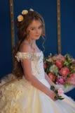 Princesa en un vestido blanco retro Imagenes de archivo