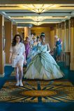 Princesas que van a la reunión de la princesa fotos de archivo