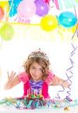 Princess кроны малыша ребенка в вечеринке по случаю дня рождения стоковое фото