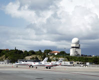 Private jets and traffic control tower in Princess Juliana Airport , St. Maarten Royalty Free Stock Photos