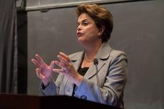Princeton, NJ, los E.E.U.U. - 13 de abril de 2017 - presidente brasileño anterior Dilma Rousseff imagen de archivo
