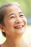 Principal et épaules de femme aîné chinois Photographie stock