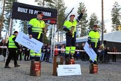 Principal trois dans des championnats finlandais de chargement de rondin Images stock