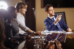 Principale réunion d'affaires interne informelle de chef et d'entrepreneur Images stock