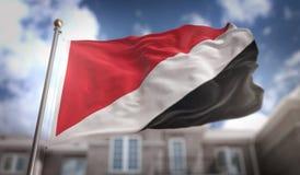 Principato della rappresentazione della bandiera 3D di Sealand sul cielo blu che costruisce B Fotografia Stock Libera da Diritti