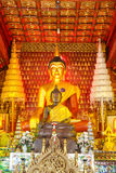 Principbuddha bild i watsisakettempel på chiangmaien Royaltyfri Bild
