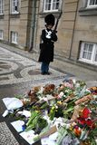 PRINCIPE HENRIK IS DEAD_PEOPLE PAY LUI RISPETTO Fotografie Stock Libere da Diritti