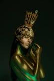 Principessa Frog, con body art e la corona dorata fatta a mano originale immagini stock