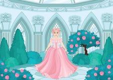 Principessa sveglia nel giardino fotografia stock libera da diritti
