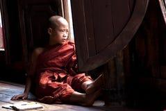 Principiante al monastero di Shwe Yan Phe Fotografia Stock