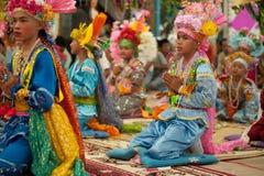 Principiante no festival POY-Cantar-longo em do norte de Tailândia. fotografia de stock royalty free