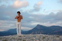Principio de la práctica de la yoga Imagen de archivo