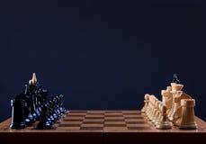 Principio del juego de ajedrez Imagen de archivo libre de regalías