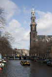 Prinsengracht met westertoren en canalboat Royalty Free Stock Photos