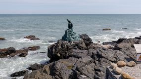 Prinses Hwagok Mermaid Statue in Dongbaek-Park in Busan-stad stock foto's