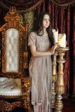 Prinses naast de troon Stock Afbeeldingen
