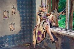 Prinses op venster Stock Foto's