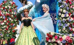 Prinsessa Elsa och Ana på Disneyworld Arkivfoto