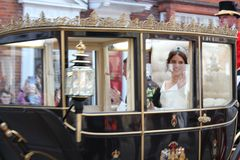 Prinsessa Eugenie & Jack Brooksbank Windsor, UK - 12/10/2018: Bröllopprocessionen för prinsessan Eugenie & Jack Brooksbank ståtar arkivbild
