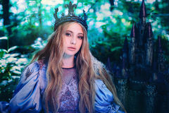 Prinsessa i magisk skog royaltyfri fotografi