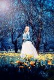 Prinsessan i den felika blåttträdgården Royaltyfri Bild