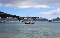 Prinsessan och MSC sänder i St Thomas, jungfruliga öar 12/13/17 för USA - kryssningskepp som anslutas i St Thomas Arkivbilder