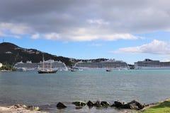 Prinsessan och MSC sänder i St Thomas, jungfruliga öar 12/13/17 för USA - kryssningskepp som anslutas i St Thomas Royaltyfri Fotografi