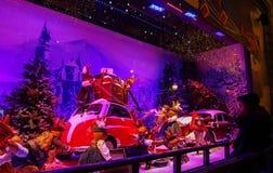 Printemps购物中心,巴黎,法国圣诞节陈列室  库存照片